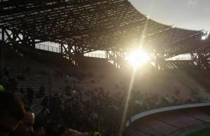 Stadio San Paolo, filtra il sole dalla curva A (foto di Carlo Tarallo)