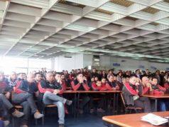 Assemblea di lavoratori all'Alenia di Pomigliano