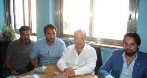 Casoria, il sindaco Pasquale Fuccio ( al centro ) tra alcuni componenti del suo esecutivo e della sua maggioranza
