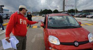 Una manifestazione Fiom alla Fiat di Pomigliano