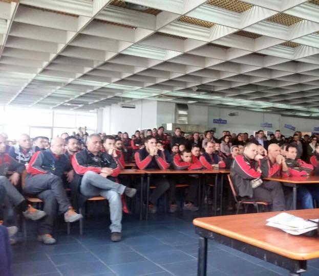 Assemblea dei lavoratori all'Alenia di Pomigliano