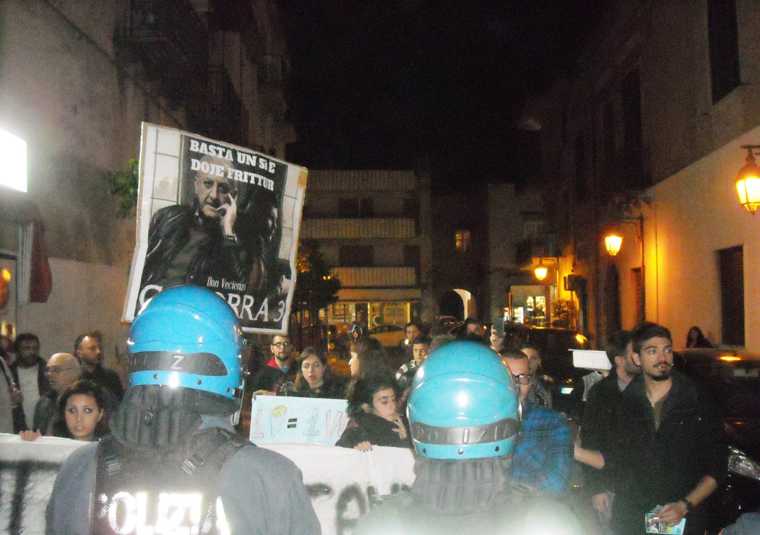 Pomigliano, la contestazione di ieri sera a De Luca