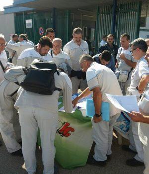 Fiat Pomigliano, la petizione dei firmatari davanti ai cancelli dell'impianto