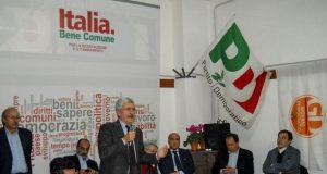 novembre 2012, massimo d'alema incontra i lavoratori della fiat nella casa del popolo di pomigliano