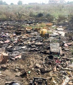 i rifiuti bruciati ieri in località Aria di Settembre