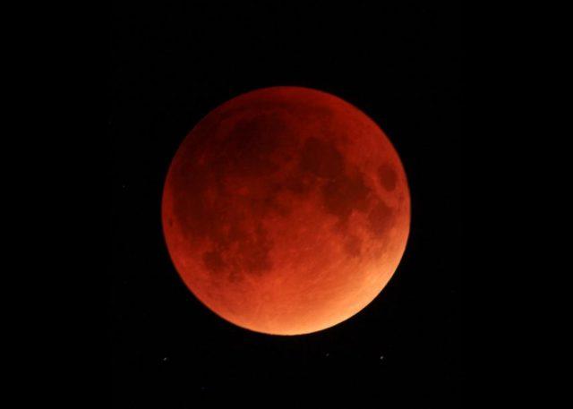 Cielo Rosso Di Notte.Occhi Al Cielo Questa Sera Lo Spettacolo Della Luna Rossa Il