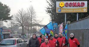 la protesta dei lavoratori del CONAD di Napoli