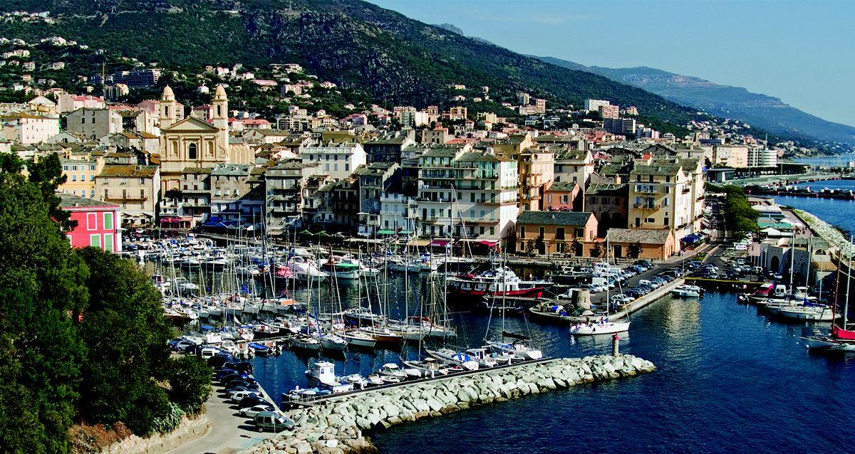 Bastia. Come arrivare e raggiungere la Corsica con nave e ...