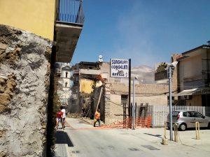 un altro palazzo storico abbattuto nel vecchio centro per far posto a un condominio