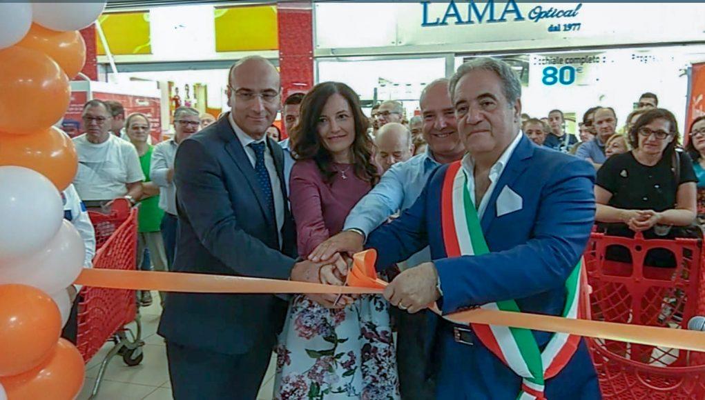 inaugurazione nuovo Ipercoop: da sx il direttore Carmine D'Agostino, i due soci della GDM Mena Laezza e Giovanni Longobardi e il sindaco di Afragola Claudio Grillo