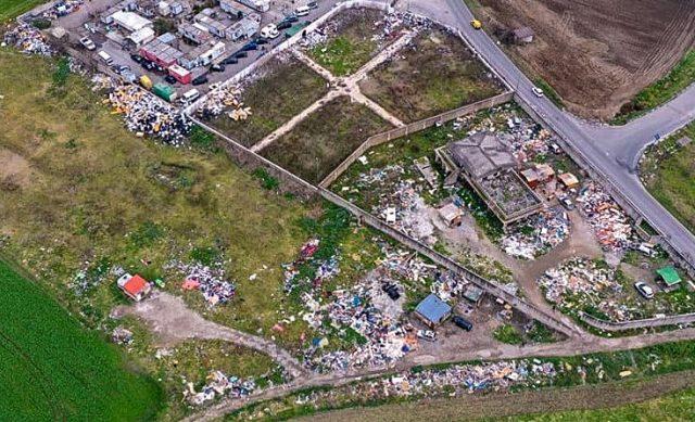 Il ca,mpo rom tra Caivano, Acerra, Afragola e Casalnuovo: enorme discarica a cielo aperto tra i terreni