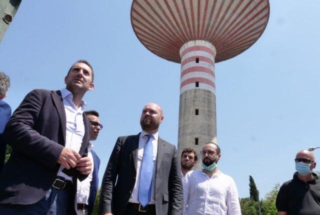 al centro, Dario De Falco con alla sua destra il ministro Spadafora