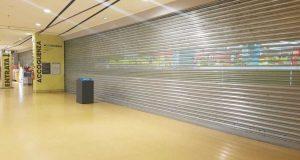 l' Auchan di Nola ancora chiuso