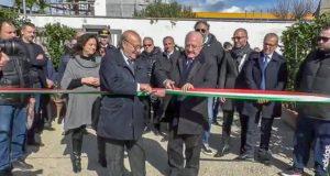 2 marzo 2020: l'ex sindaco di Pomigliano, Raffaele Russo, e il presidente della giunta regionale, Vincenzo De Luca, inaugurano il cantiere dell'impianto di compostaggio