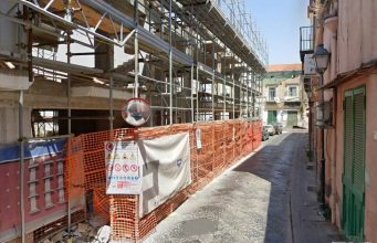 il condominio in costruzione a via Firenze