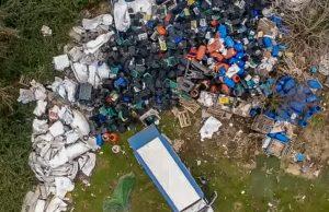 Acerra-Casalnuovo lo sversamento killer con il furgone_edited