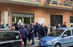 Il centro vaccinale di via Locatelli a Pomigliano