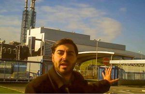 Alessandro Cannavacciuolo davanti all'inceneritore di Acerra